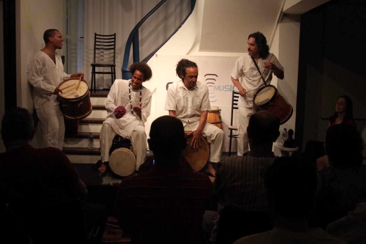 Alabem Brasileiro com o grupo Alabê Öni | Foto: Igor Sperotto