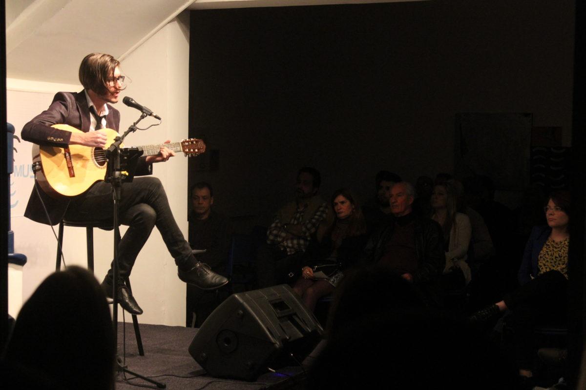 Ale Vanzella apresenta Indie Bossa | Foto: Igor Sperotto