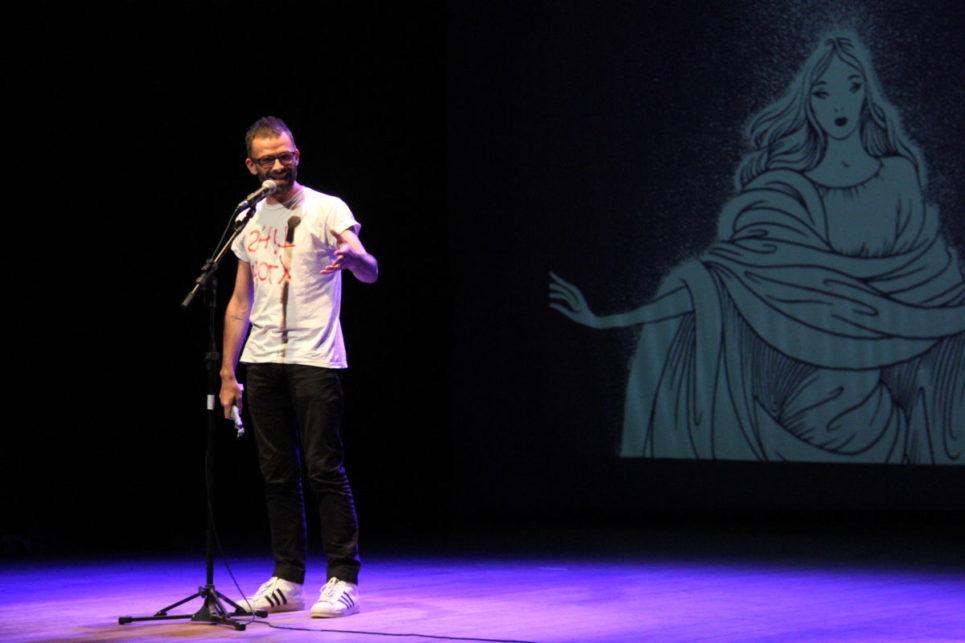 Leo Felipe falou em nome do coletivo de Teóricos Artrópodes | Foto: Igor Sperotto