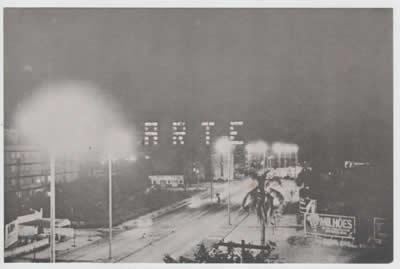 Registro de intervenção urbana realizada em janeiro de 1980, em Porto Alegre, pelo coletivo 3Nós3, formado por Hudinilson Jr., Rafael França e Mario Ramiro.  | Autoria: Coletivo 3Nós3