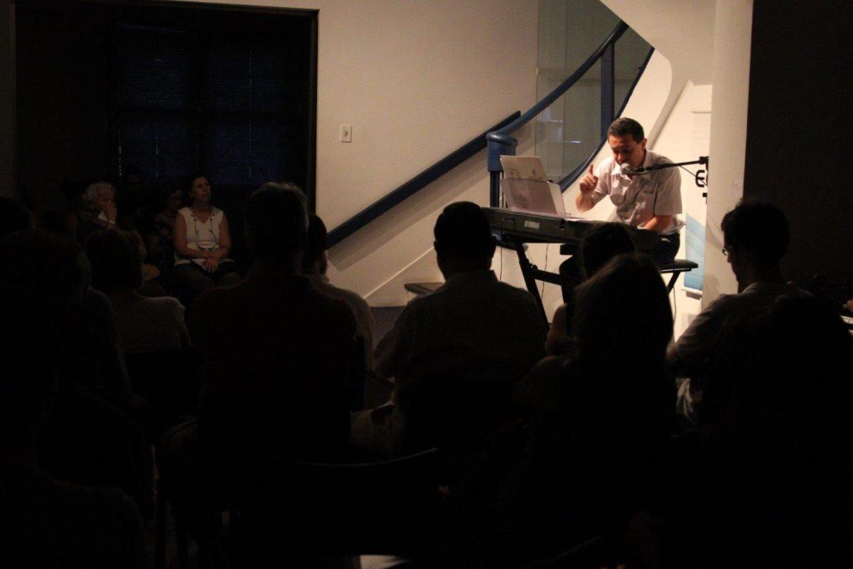 O pianista Antônio Benito Crivellaro apresenta | Foto:Igor Sperotto