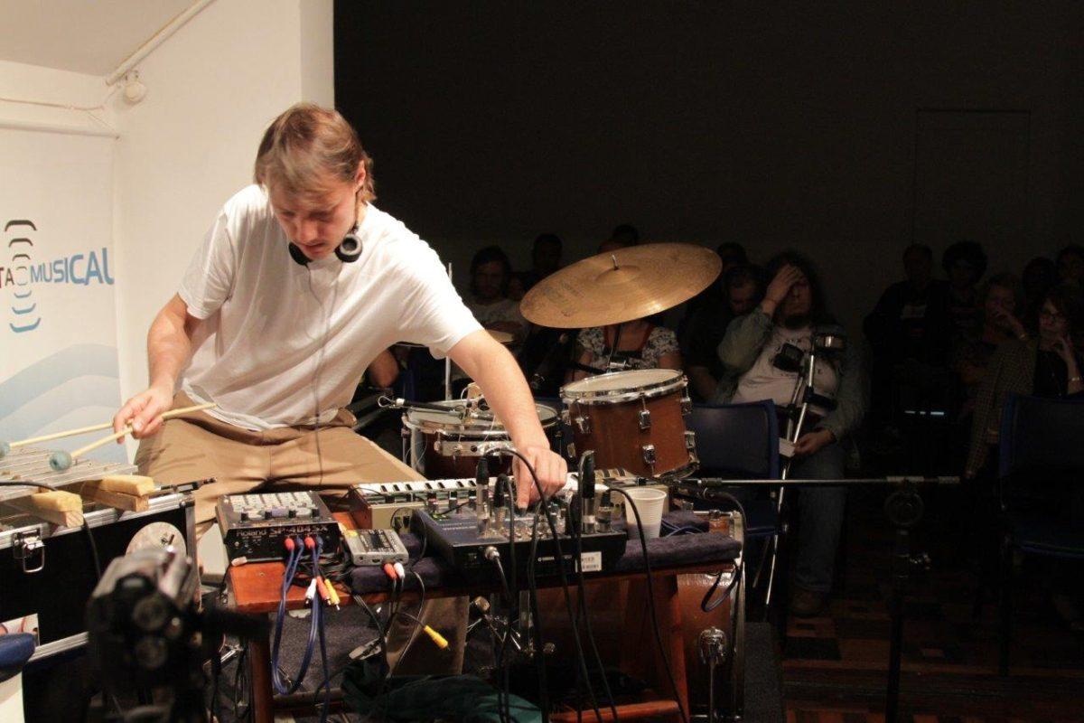 Composições instantâneas de Marcelo Armani | Fotos:Igor Sperotto