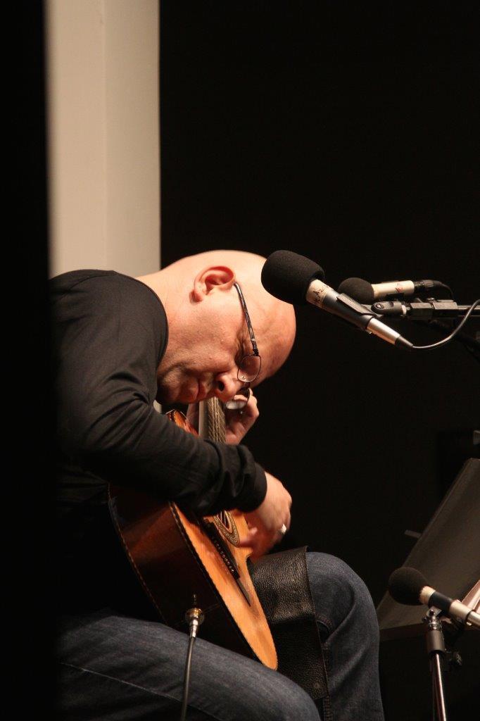 Felipe Azevedo em Tamburilando canções em trânsito | Fotos: Igor Sperotto