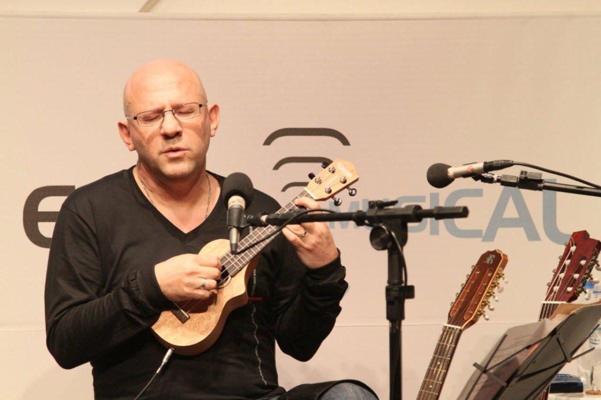 Felipe Azevedo em Tamburilando canções em trânsito | Foto: Igor Sperotto