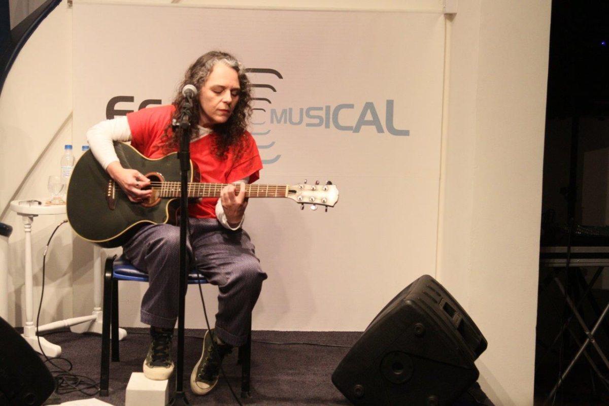 Luciana Costa apresenta Baladas por si | Foto: Igor Sperotto