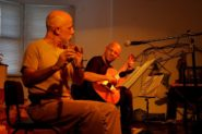 O violonista Felipe Azevedo com o flautista Ayres Potthoff - Show De Ébano e Metal | Foto: Tania Meinerz