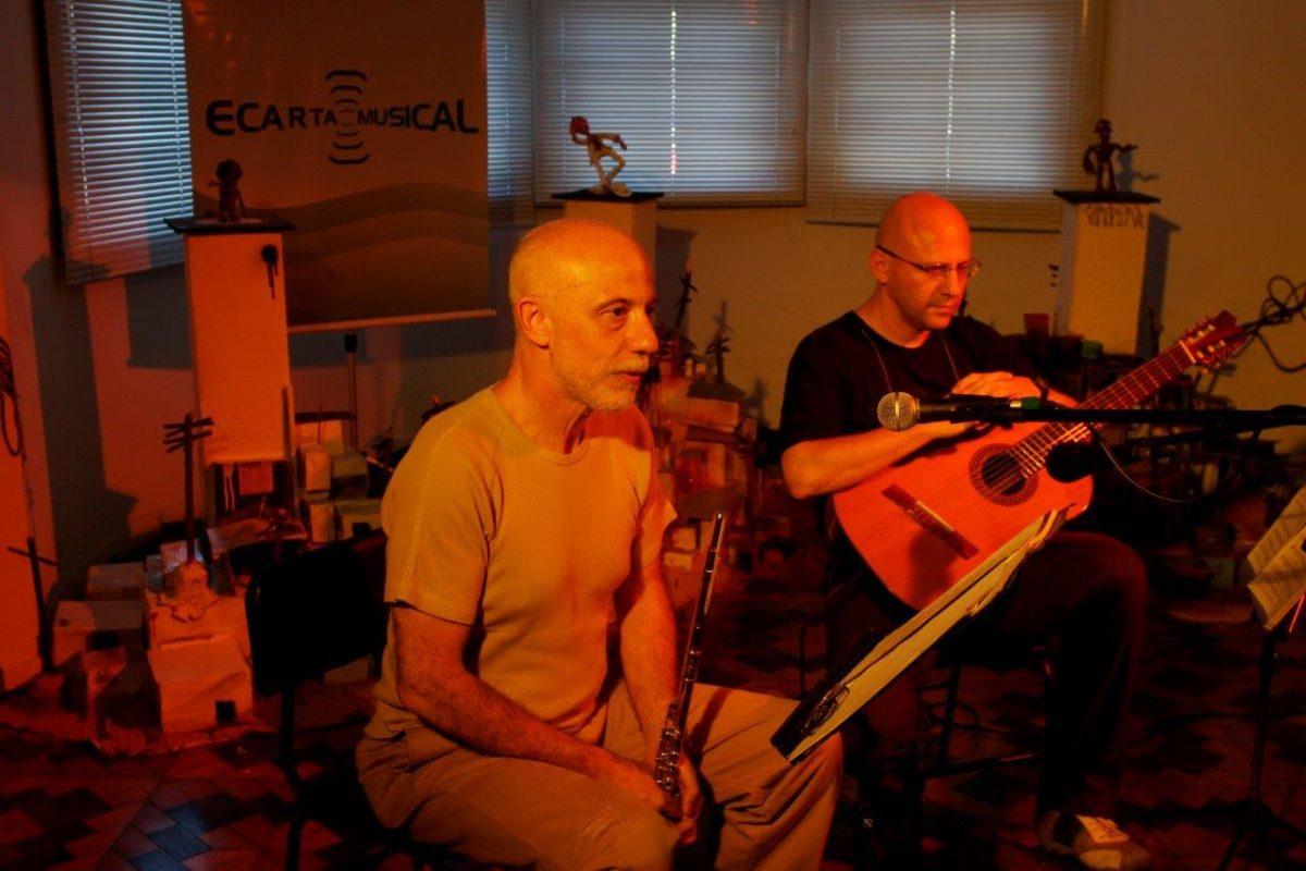 O violonista Felipe Azevedo com o flautista Ayres Potthoff – Show De Ébano e Metal | Fotos: Tania Meinerz