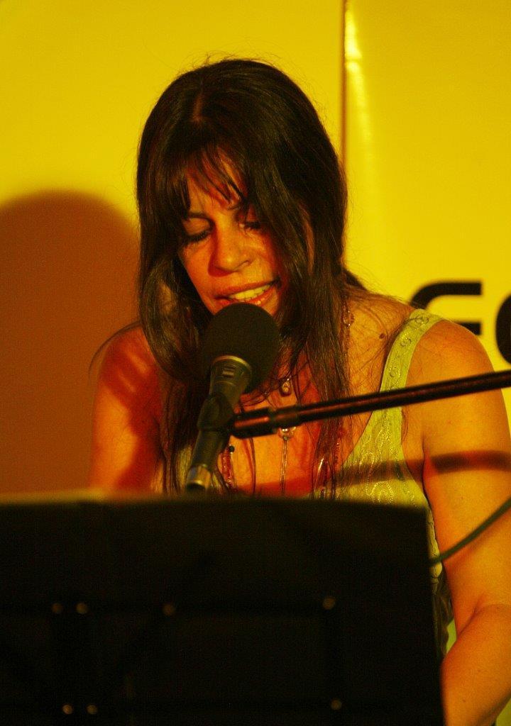 SIL no show À Revelis – Piano e voz | Fotos: Rene Cabrales