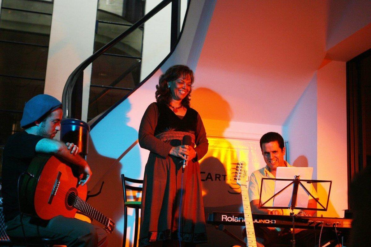 Mônica Mendes – MPB e POP | Fotos: Rene Cabrales