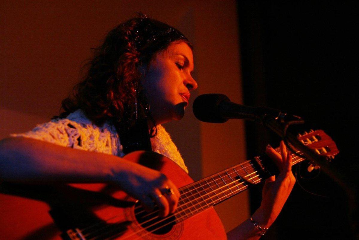 Karine Cunha canta Clara Dor | Foto: Rene Cabrales