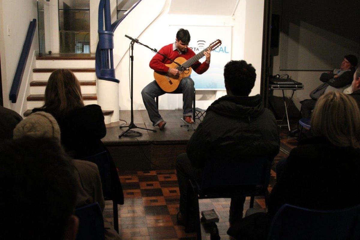 Mauricio Marques e violão | Fotos: Igor Sperotto
