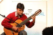 Mauricio Marques e violão | Foto: Igor Sperotto