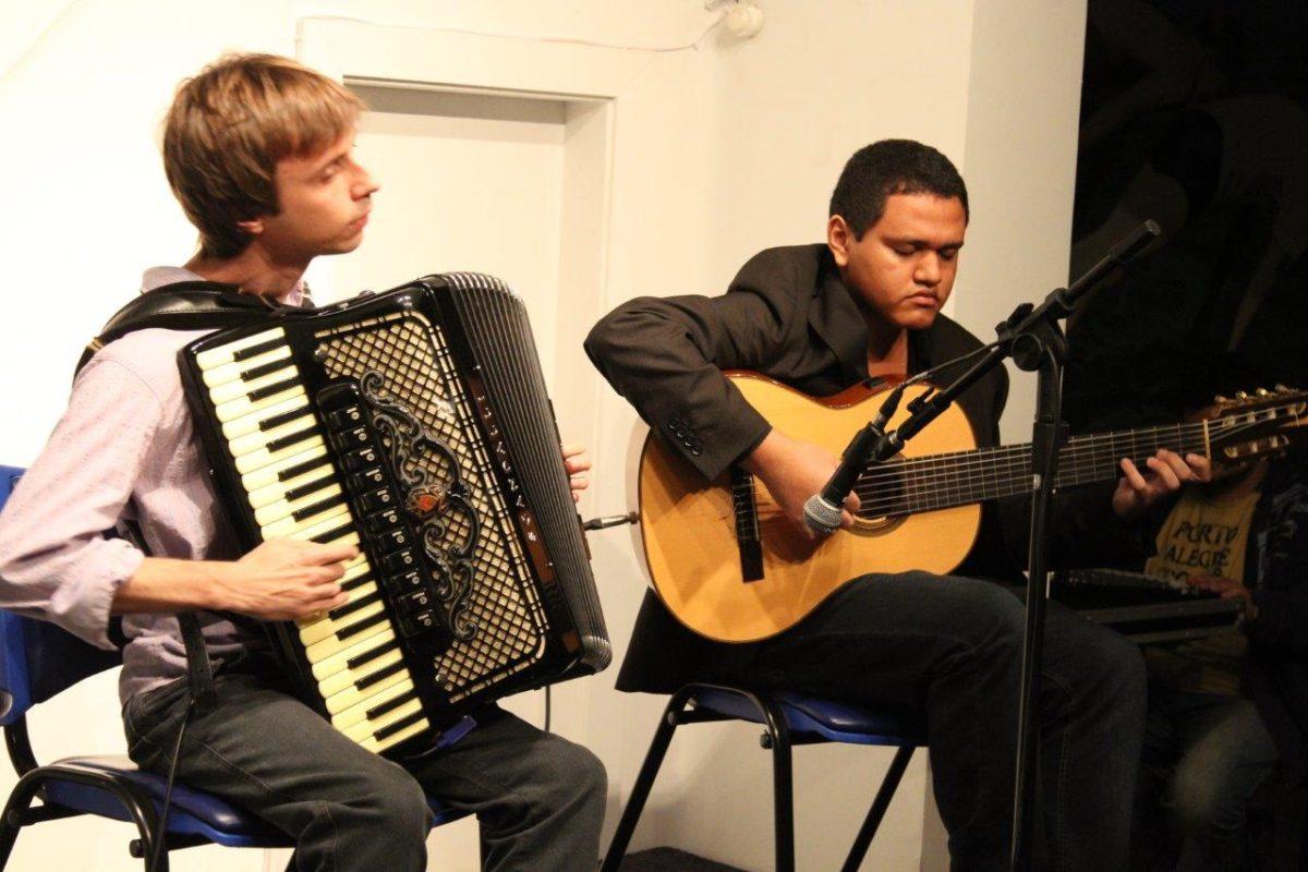 Pedro Franco e Matheus Kleber apresentam Ida   Foto:Igor Sperotto