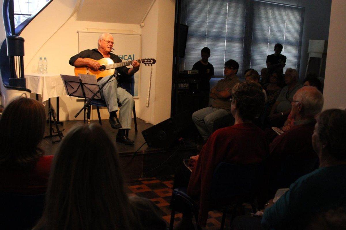 Raul Ellwanger canta poesia | Fotos:Igor Sperotto