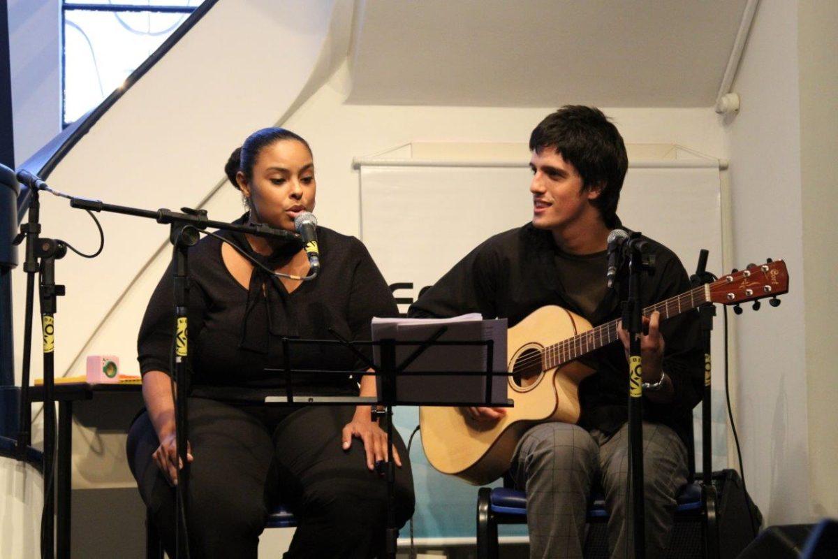 Andrea Cavalheiro e Guiza Ribeiro em Tributo aos Beatles |