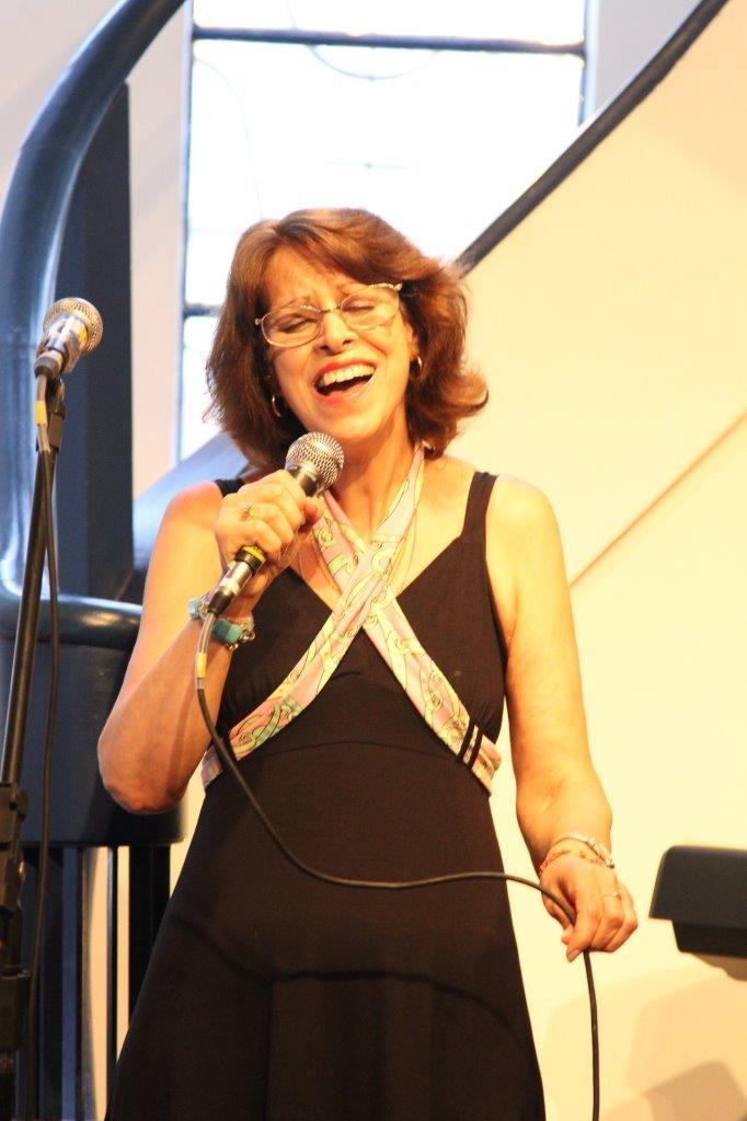 Glória Iriart canta os grandes temas do cinema | Fotos: Igor Sperotto