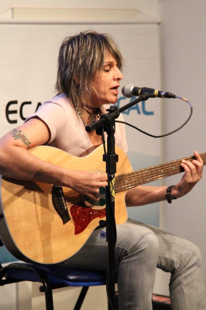 Gisa Pithan voz e violão | Fotos:Igor Sperotto