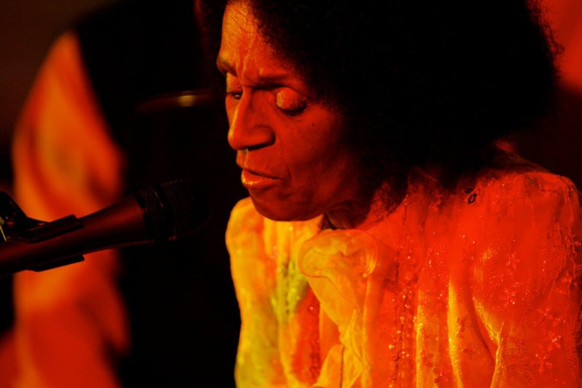 Zilah Machado canta e conta | Foto: Rene Cabrales