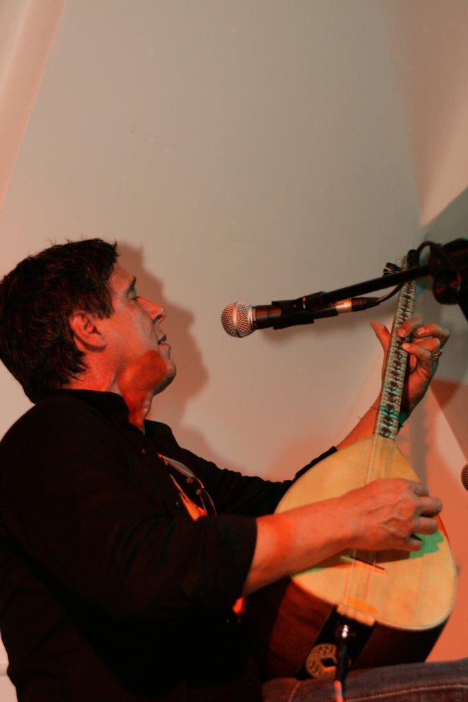 Bebeto Alves solo | Fotos: Rene Cabrales