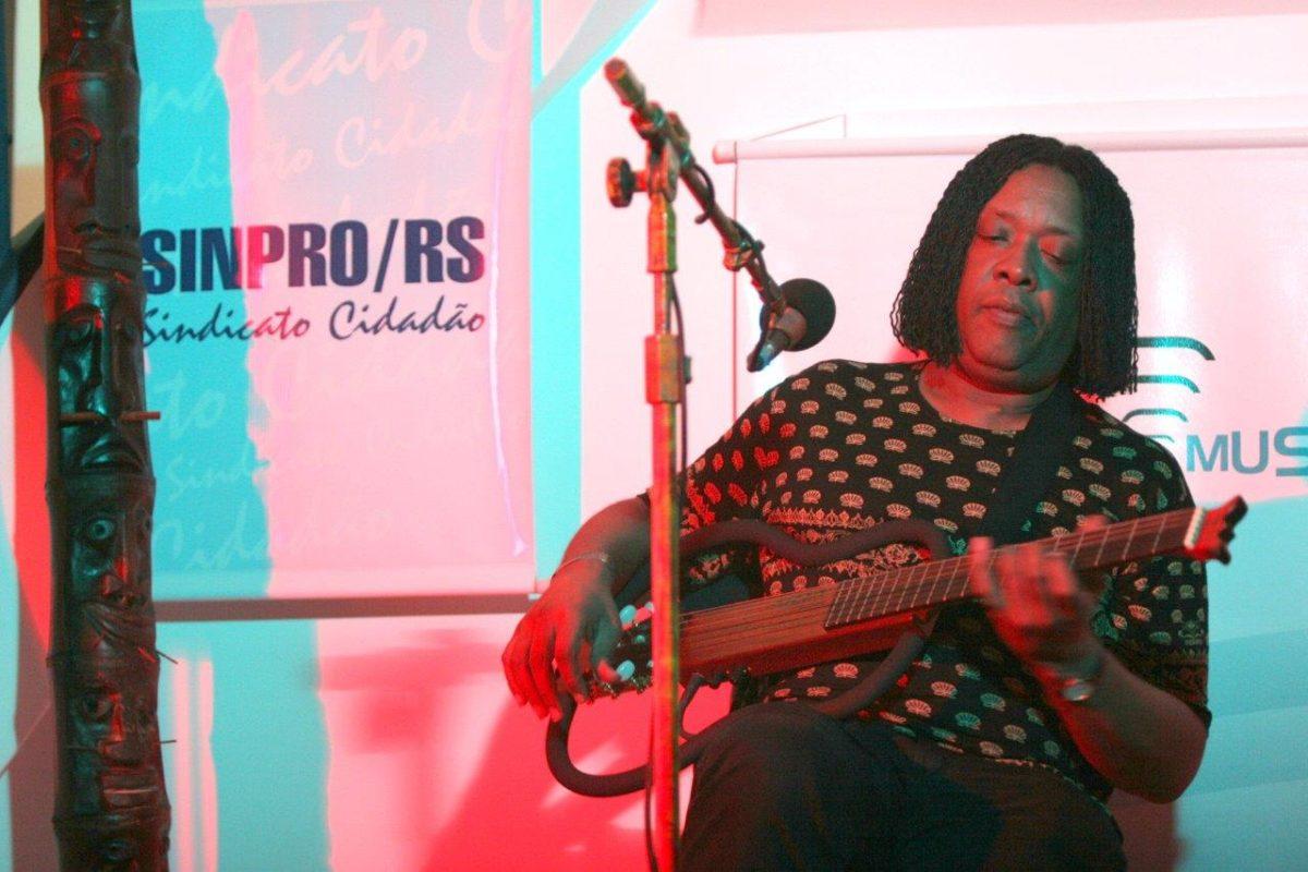 Gelson de Oliveira – MPB | Fotos: Tânia Meinerz