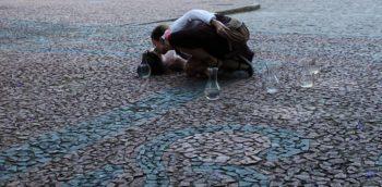 O beijo na calçada