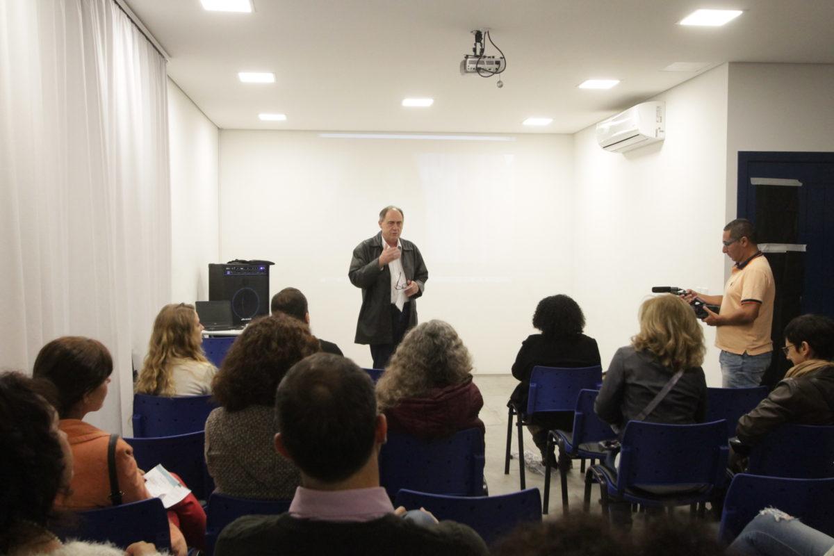 Marcos Fuhr abre lançamento do curta Do que te lembras, Maria? | Foto: Igor Sperotto