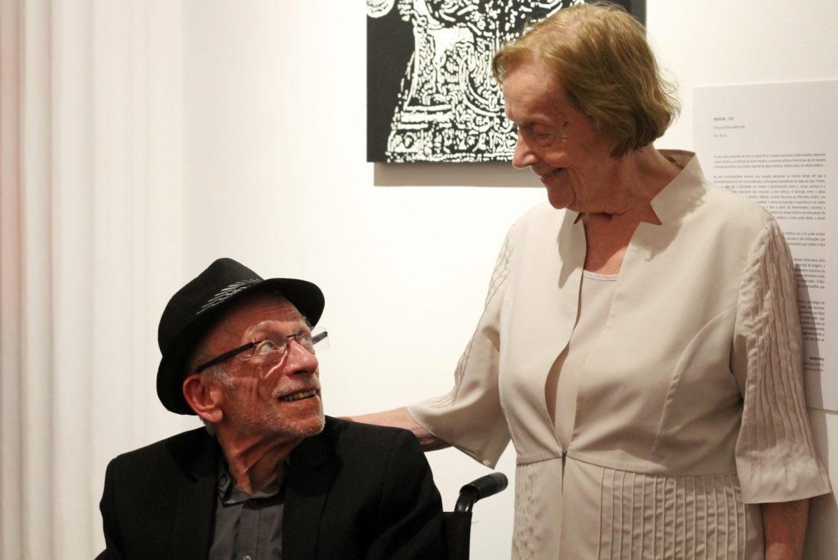 O artista e sua mãe | Foto: Igor Sperotto