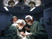 Registro da equipe ddo Dr. Spencer Camargo, do Complexo Hospital da Santa Casa de Misericórdia de Porto Alegre. | Foto: Igor Sperotto