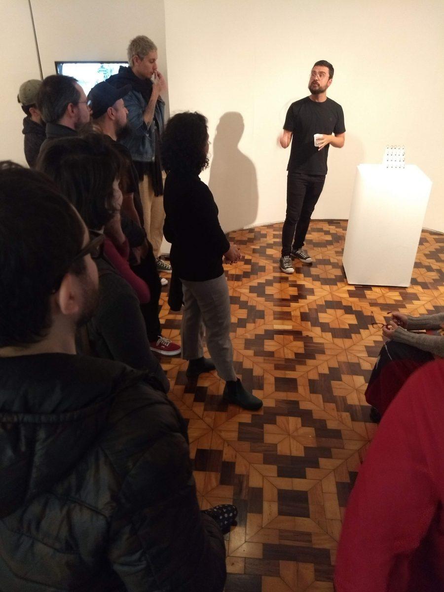 Visita do Grupo de Fotografia, coordenado pelo professor Marco filho, à exposição Como faremos para desaparecer | Foto: Divulgação